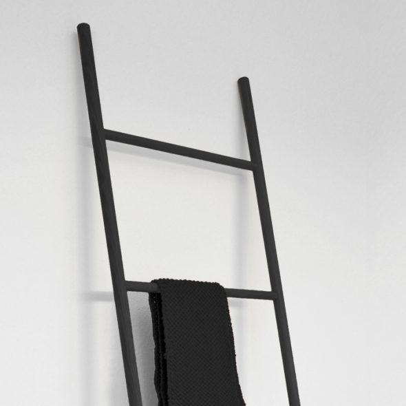 Garderobenleiter Holz schwarz Raumgestalt Detail